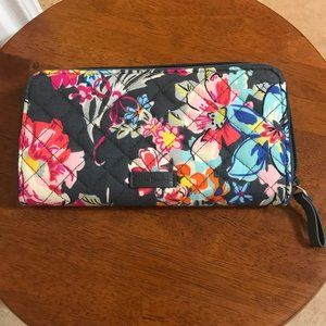 Rfid Georgia Wallet In Pretty Posies - Like New